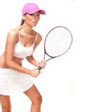 Tan vrouw in wit sportkleding en tennisracket Stock Fotografie