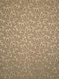 Tan Wallpaper mit Blättern auf Niederlassungs-Muster-Muster Stockfoto