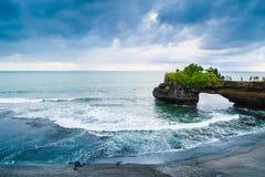 Tanah在峭壁的全部寺庙, Uluwatu巴厘岛 库存图片
