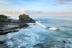 Tanah lott- & Batu Bolong tempel Arkivbilder