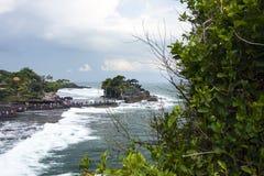 Tanah lott, en indonesisk ö Arkivfoto
