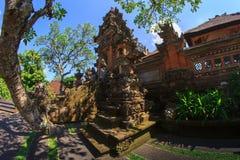 Tanah lotttempel på havet i den Bali ön Indonesien royaltyfria bilder
