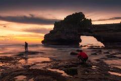 Tanah lotttempel på solnedgången i Bali, Indonesien Royaltyfria Foton