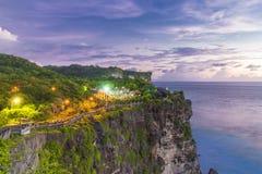 Tanah lotttempel på solnedgången i Bali, Indonesien Solnedgång på Bali ` s Arkivfoton