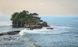 Tanah udziału świątynia przy zmierzchem w Bali, Indonezja Obraz Stock