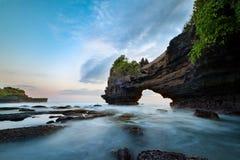 Tanahpartij & de tempel van Batu Bolong Stock Foto