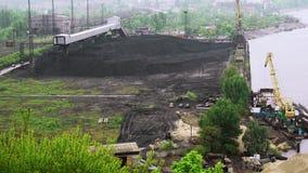 Tancaje del carbón cerca de la central eléctrica metrajes