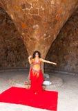 Tancerz daje jawnemu przedstawieniu Obraz Royalty Free