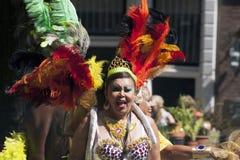Tancerz z barwionymi piórkami Fotografia Royalty Free