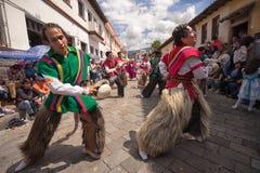 Tancerze wykonuje na ulicie w Pujili Ekwador Obrazy Royalty Free
