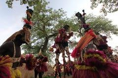 tancerzy dogon Mali maskowa tradycyjna wioska Zdjęcia Stock