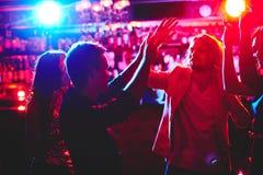 Tanczyć przy dyskoteką Obrazy Stock
