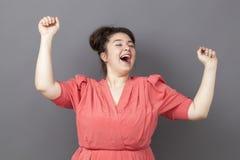 Tanczyć 20s dużej kobiety wyraża zabawa sukces Fotografia Stock