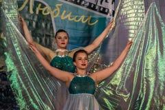 Tanczy z skrzydłami w konkursu życiu w tanu w miasteczku Kondrovo, Kaluga region w Rosja w 2016 Obrazy Royalty Free