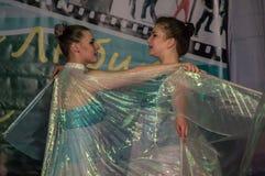 Tanczy z skrzydłami w konkursu życiu w tanu w miasteczku Kondrovo, Kaluga region w Rosja w 2016 Obraz Stock