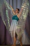 Tanczy z skrzydłami w konkursu życiu w tanu w miasteczku Kondrovo, Kaluga region w Rosja w 2016 Zdjęcie Stock