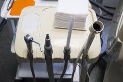 Tand- borrandemotor inklusive tand- bur, drillborr, tand- plattång, tand- sond, utforskare Arkivfoton
