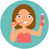 Tand Hygiëne Gelukkig meisje dat haar tanden borstelt Stock Afbeeldingen