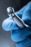 tand- instrument Denta hög speedlturbin Tand- diamantcylinderbur med hand-stycket Royaltyfri Foto