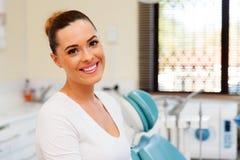 Tand- klinik för ung kvinna Royaltyfria Foton