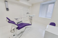 Tand- klinikinre med modern tandläkekonstutrustning fotografering för bildbyråer