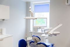 Tand- klinikkontor med medicinsk utrustning Arkivbild