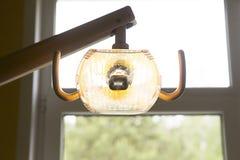 Tand- lampa i ett tand- kontor Royaltyfria Foton