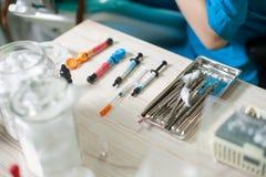 Tand- material för förbrukningsmaterialer och tand- instrument Arkivfoton