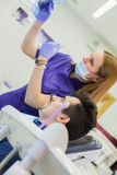 tand- medicinsk behandling för klinik Arkivbilder