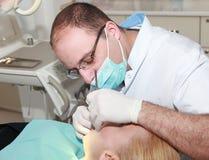 tand- tandläkarelokalarbete arkivfoto