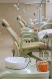 tand- utrustningkontor Arkivbilder
