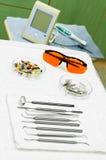tand- utrustningläkarundersökning Arkivbilder