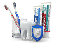 Tandbescherming, Tand, schild, tandpasta en tandenborstels. Stock Foto's