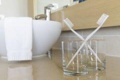 Tandborstar i exponeringsglas Royaltyfri Bild