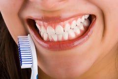 tandborste för 4 mounth Arkivbild