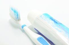 Tandborste och tandkräm Royaltyfri Foto