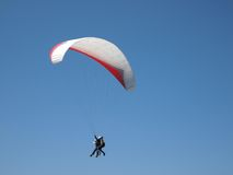 Tandem paraglider. In the blue sky Sopot Bulgaria Royalty Free Stock Photos