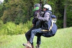 Tandem Paragliderlansering royaltyfria foton