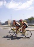 Tandemowi Cykliści - 94.7 Cyklu Wyzwanie Fotografia Royalty Free