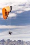 Tandemowy paragliding nad Jeziornym Wakatipu w Queenstown, Nowa Zelandia Zdjęcie Stock