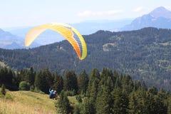 Tandemowy paragliding w Samoens, Francuscy Alps obrazy royalty free