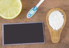 Tandenborstel, bicarbonaat en citroen royalty-vrije stock foto