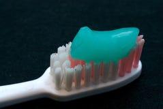 Tandenborstel en tandpasta stock foto