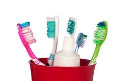 Tandenborstels in een kop Stock Fotografie