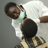 Tandläkare i Afrika Royaltyfri Foto