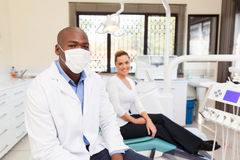 Tandläkare och tålmodig Royaltyfria Foton