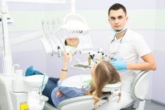 Tandläkare och tålmodig Fotografering för Bildbyråer