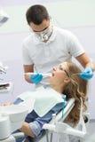 Tandläkare och tålmodig Arkivbild
