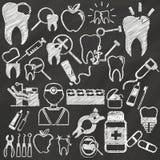 Tandläkare vid krita Royaltyfria Foton