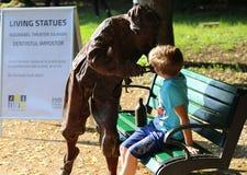 Tandläkarebedragare - bo statyer arkivbild